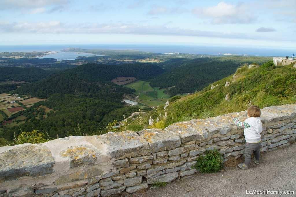 Vistas desde el Monte Toro en Meorca en familia