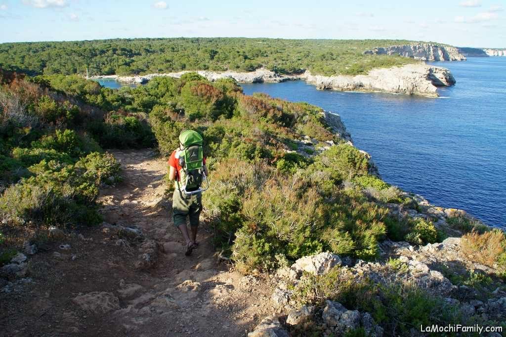 Camí de Cavalls, imprescindible en cosas que hacer en Menorca con niños
